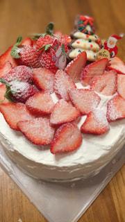 家族で囲むケーキの写真・画像素材[2826827]