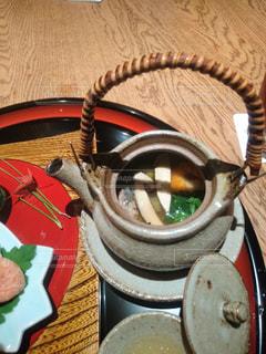 近くのテーブルの上にボウルをの写真・画像素材[1562608]