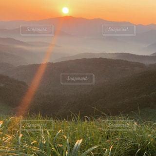 雲海と朝陽の写真・画像素材[1508387]