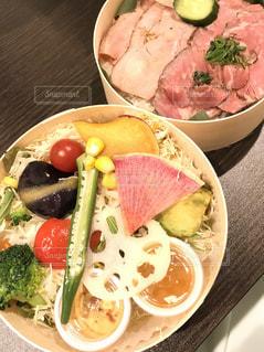 彩り豊かな野菜たっぷりのお弁当の写真・画像素材[2135672]
