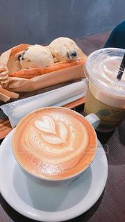浅草カフェのラテとスイーツの写真・画像素材[1656109]