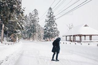 雪景色と男性の写真・画像素材[1751175]