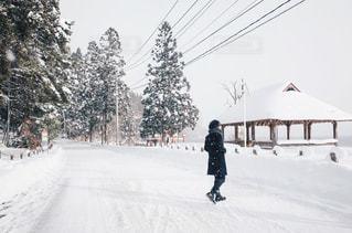 雪景色と男性の写真・画像素材[1751176]