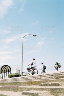 自転車に乗る男子の写真・画像素材[1805066]