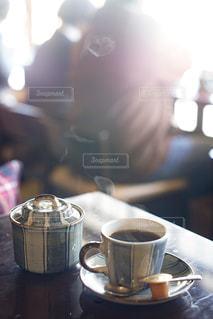 湯気の登るコーヒーカップの写真・画像素材[1846743]