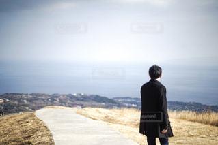 大室山の上に立っている人の写真・画像素材[1859612]