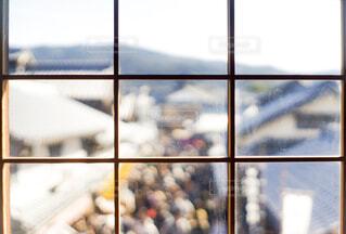ガラス窓から見た街並みの写真・画像素材[1859614]