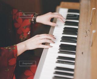 ピアノの鍵盤の写真・画像素材[2129021]
