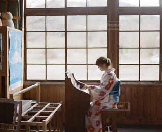 ピアノを演奏する女性の写真・画像素材[2129022]