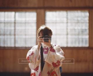 着物を着た女性の写真・画像素材[2129023]