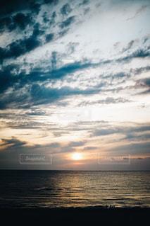 夕焼けに染まる空の写真・画像素材[2209086]