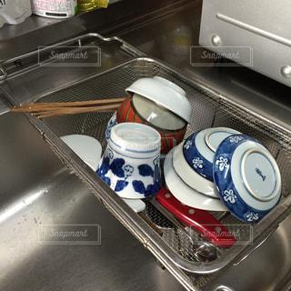 茶碗を洗って、水切りカゴに入れました。の写真・画像素材[1515772]