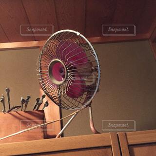 年季ものの小型扇風機。の写真・画像素材[1519754]