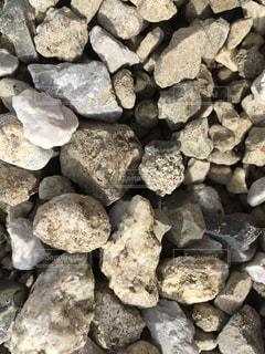 家のまわりに敷いてある石。の写真・画像素材[1522180]