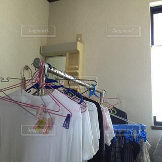 部屋干しの洗濯物。の写真・画像素材[1529846]