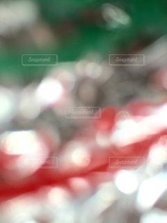 ぼんやりした赤と緑と銀色。の写真・画像素材[1532295]