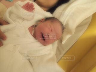 産まれたての新生児の写真・画像素材[1512025]