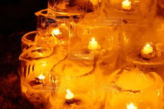 テーブルの上のガラスのグループの写真・画像素材[1513344]