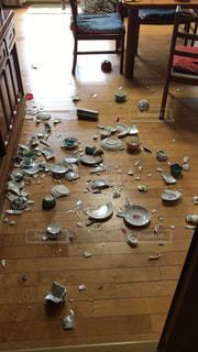 地震で割れた皿の写真・画像素材[1513028]
