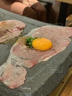 ユッケ風炙り焼肉の写真・画像素材[2331543]