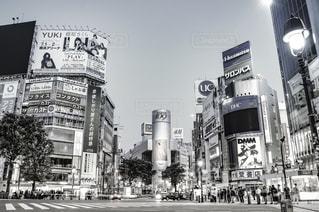 街の通り上の標識(渋谷)の写真・画像素材[1514603]