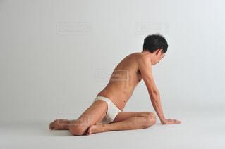 座っている男の写真・画像素材[1515388]