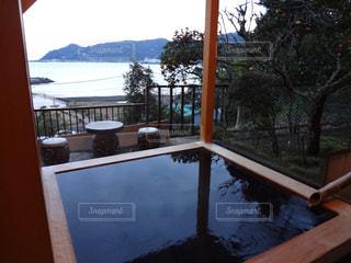 解放的な露天風呂の写真・画像素材[1532280]