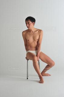 カメラのポーズをとる人の写真・画像素材[3907962]