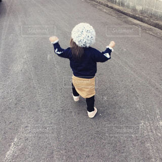 お家まで歩いていますの写真・画像素材[1724421]