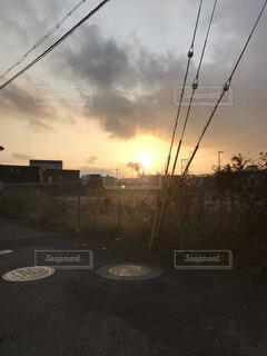 家から見える夕日の写真・画像素材[2670696]
