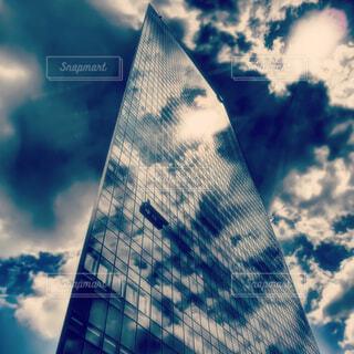 汐留 高層ビル フォトジェニックな雲の写真・画像素材[1518124]