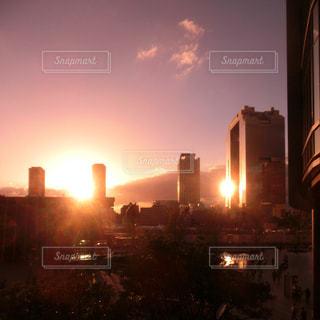 夕暮れ時の都市の景色の写真・画像素材[1518130]