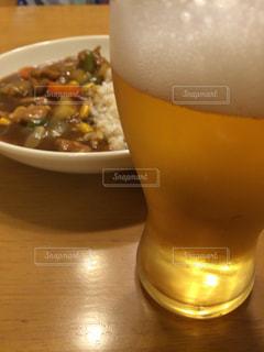 カレーとビールの写真・画像素材[1520121]