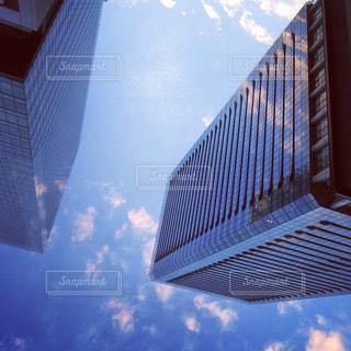 ガラス張りオフィスビルの写真・画像素材[1524251]