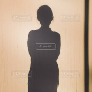 シルエット 女性の写真・画像素材[1556170]