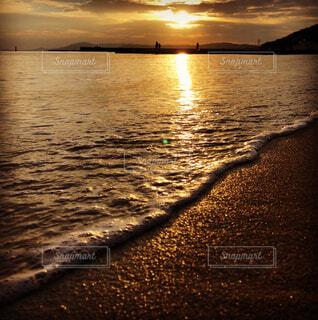夕暮れの海岸の写真・画像素材[1739384]