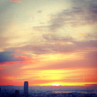 街に沈む夕日の写真・画像素材[1791331]