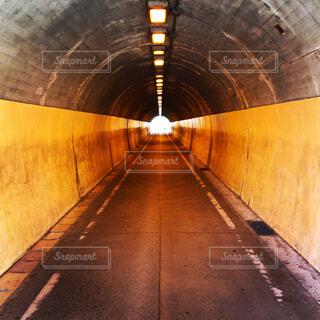 或る隧道の写真・画像素材[2140485]