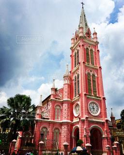 鮮やかなピンクの教会の写真・画像素材[1519389]