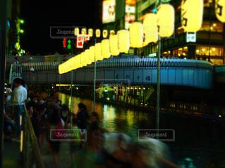 道頓堀に流れる人の写真・画像素材[1521000]