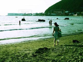 ビーチとワンピースの写真・画像素材[2938013]