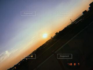 街に沈む夕日の写真・画像素材[1522403]