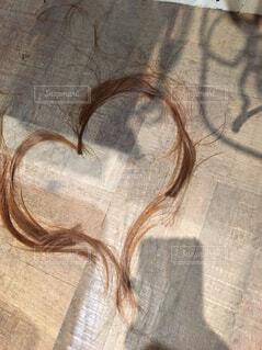カット後の髪でハートの写真・画像素材[1532126]