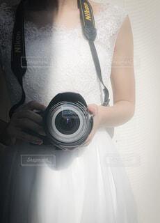 カメラのポーズをとる人の写真・画像素材[2997834]