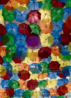 カラフルな傘の写真・画像素材[1535703]