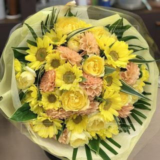 黄色い花束の写真・画像素材[1528010]