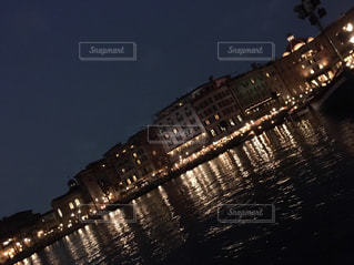 大きな橋が夜ライトアップの写真・画像素材[1525775]