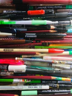 ペン。ペン。ペン。(並ぶペン)の写真・画像素材[1557954]