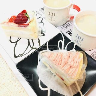 ケーキとコーヒーの写真・画像素材[3278571]