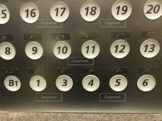 エレベーターのボタンの写真・画像素材[1529176]